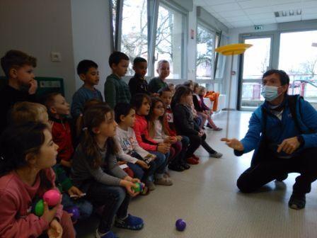 Démonstration arts du cirque à nos élèves de maternelle !